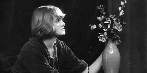 an analysis of the topic of the book rebecca by daphne du maurier Although it is common to use dialogs from the story while writing a character analysis essay,  book - rebecca, by daphne du maurier  informative essay topic ideas.