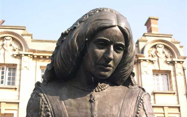 how george eliot presents the role of A statue of george eliot in nuneaton on match day photograph: tom jenkins for the guardian despite this first hand knowledge, though, you do sense a certain fuzziness in the details eliot paints.